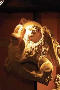 agglo musee du prieure salles arbuissonnas statue1