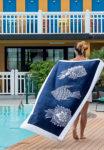 page fete des meres carreblanc plage serviette bleu poisson